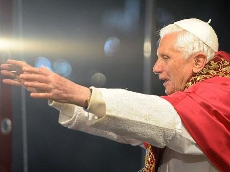 pope-vatican-afp-20100403-hg.jpg